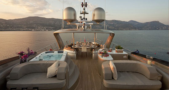 jacuzzi lounge yatch deck